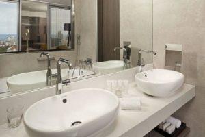 Baño de mármol para el hotel sky Barcelona